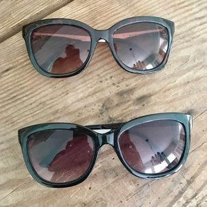 Pair of Oscar de la Renta Sunglasses